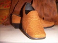 Семья немецких сапожников шьёт обувь из рыбы