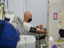 Кого из белорусов лечат от COVID-19 плазмой